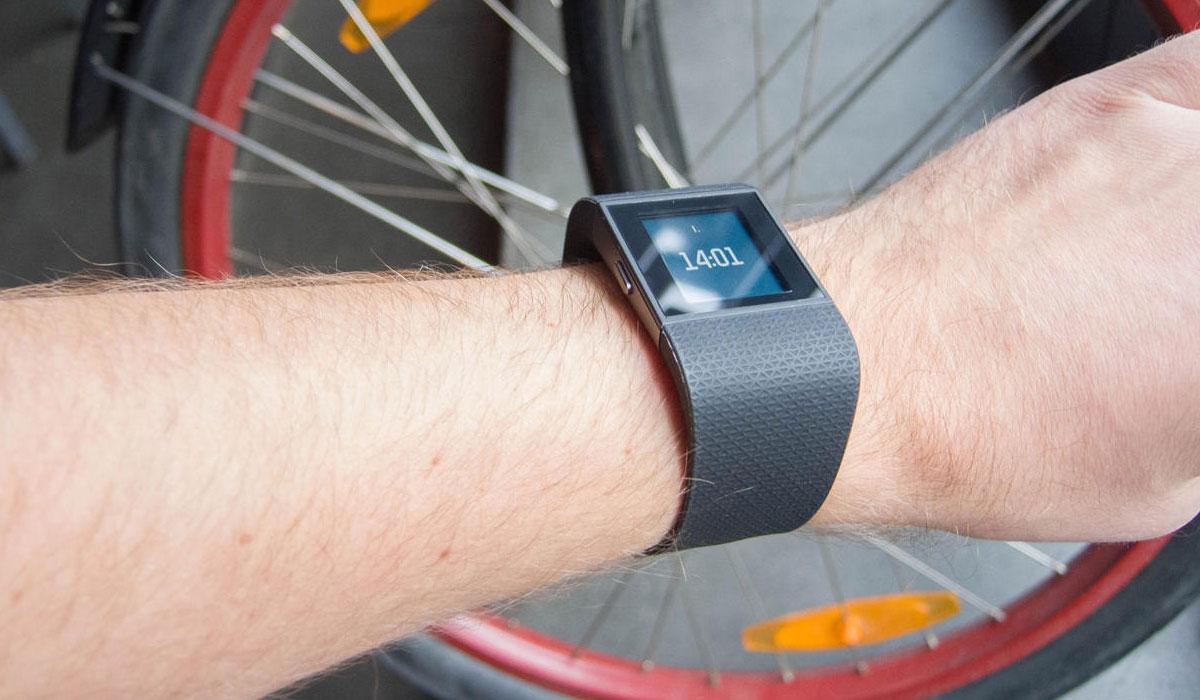 Update voor Fitbit Surge verdubbelt batterijduur