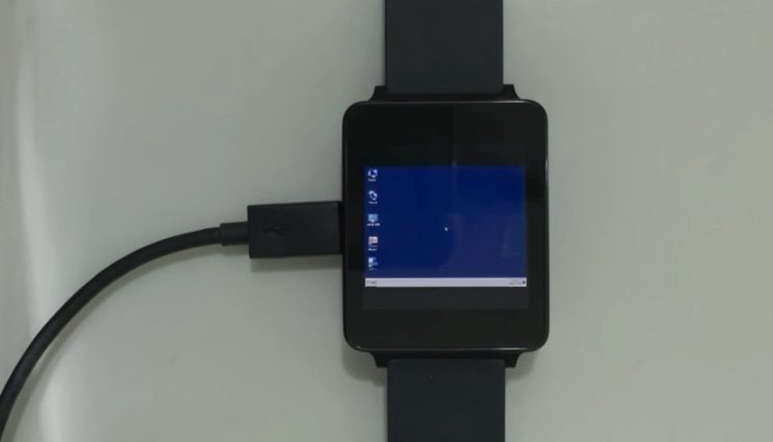 Software-gekken krijgen Windows 7 aan de praat op Android Wear-smartwatch