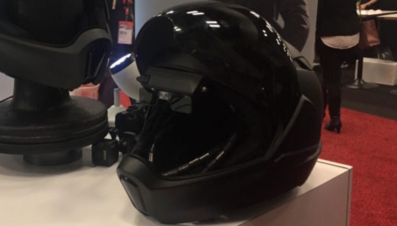 Slimme motorhelm komt met achteruitkijkcamera en speakers aan boord