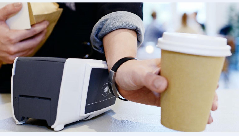 ABN Amro gaat contactloos betalen met wearables testen