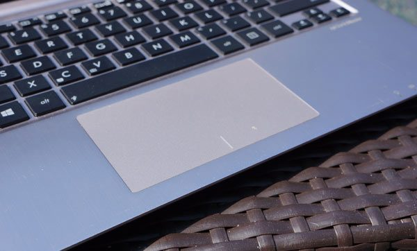 ASUS-VivoBook-review-trackpad
