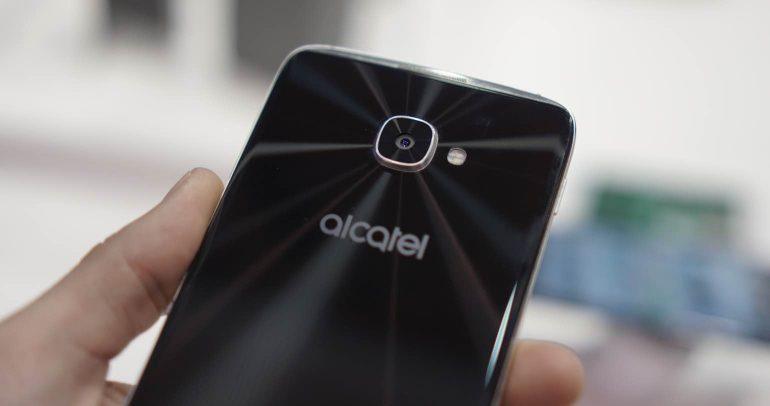Alcatel-Idol-4S-camera-1
