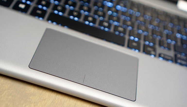 Dell-Inspiron-13-7000-review-trackpad