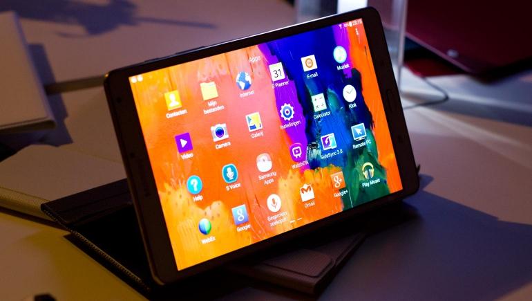 Hands-on-Galaxy-Tab-S-amoled
