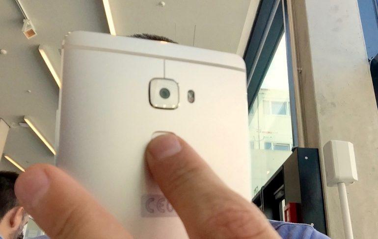 Huawei Mate S - Vinger selfie