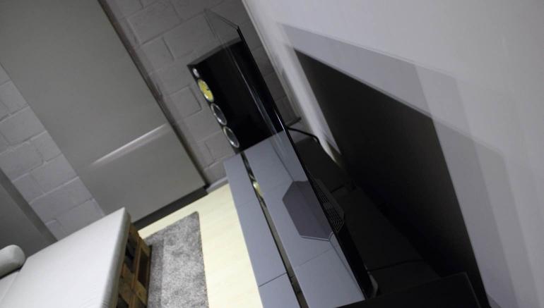 LG-OLED65E6V-review-design-1