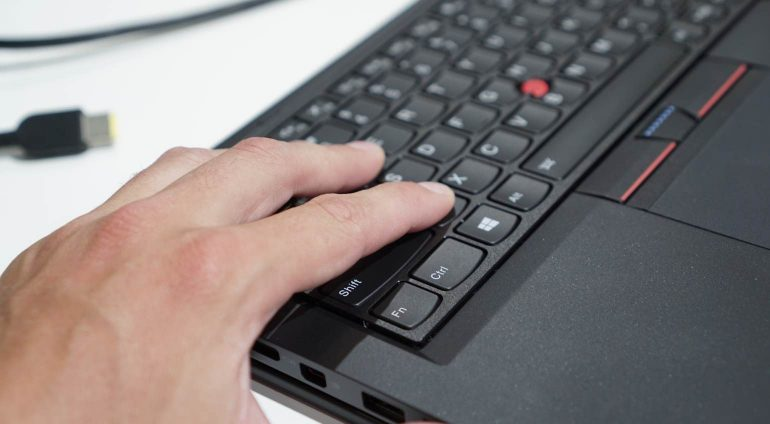 Lenovo-ThinkPad-Yoga-260-1