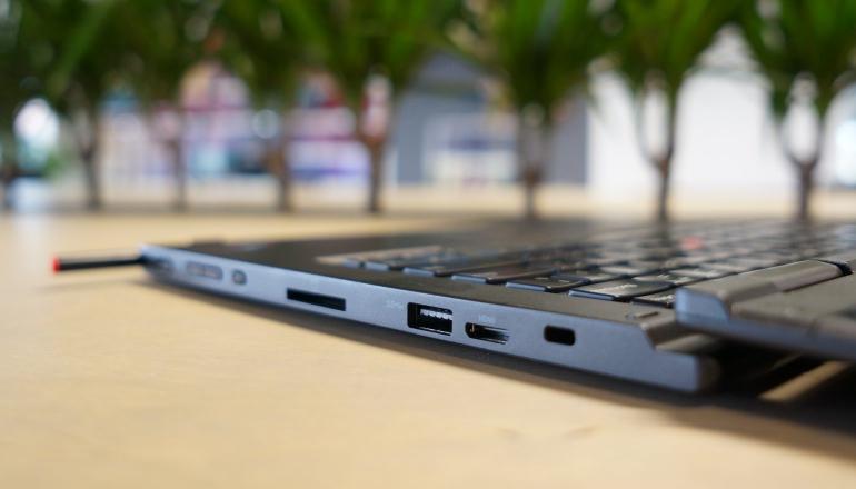 Lenovo-ThinkPad-Yoga-aansluitingen