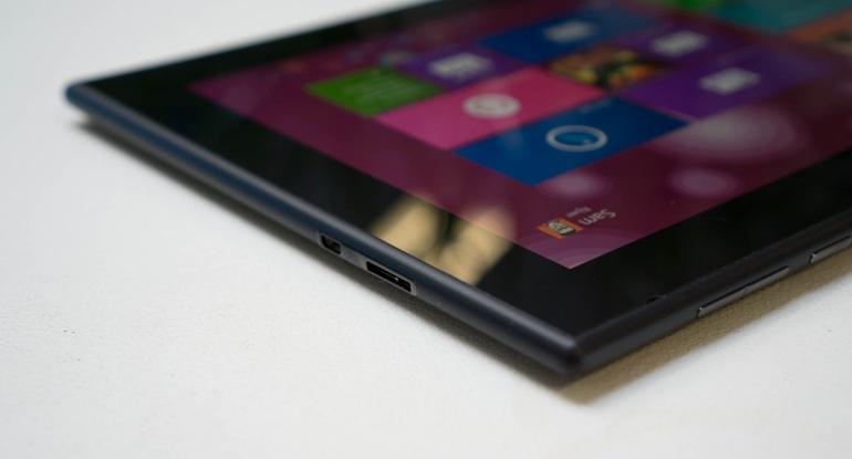 Nokia-Lumia-2520-review-aansluitingen