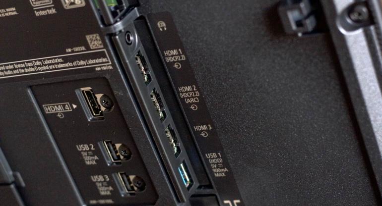 Panasonic-DXW784-review-aansluitingen