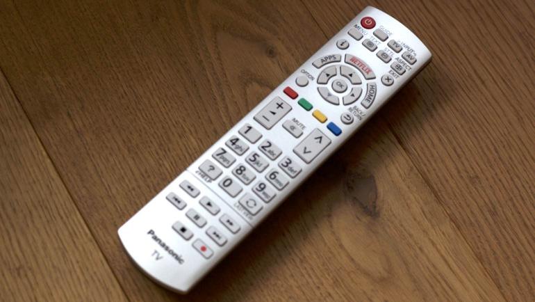 Panasonic-DXW784-review-remote