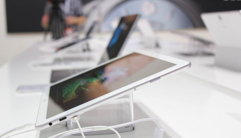 Samsung-Galaxy-TabPRO-S-zijkant