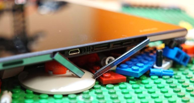 Sony-Xperia-X2-Tablet-review-aansluitingen