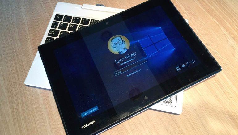 Toshiba-Satellite-Click-Mini-review-display
