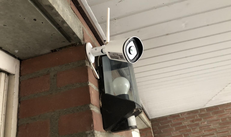 Stel gefilmd door hun buurman