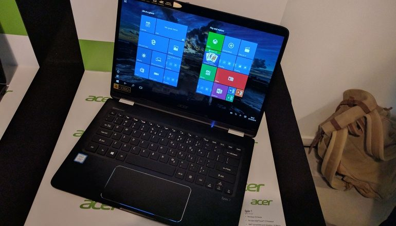 De Acer Spin 7 in laptopstand.