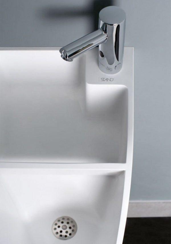 Plassen en wassen STAND is een urinoir met ingebouwde wasbak  Gadgets Magazine # Wasbak Urinoir_160023